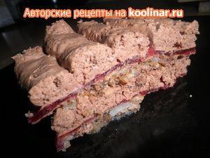 Шоколадный торт-мусс с клюквенным желе  на основе из ореховой меренги