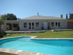 Tokai Self Catering holiday accommodation Cape Town - Rushmere http://capeletting.com/southern-suburbs/tokai/rushmere-369/