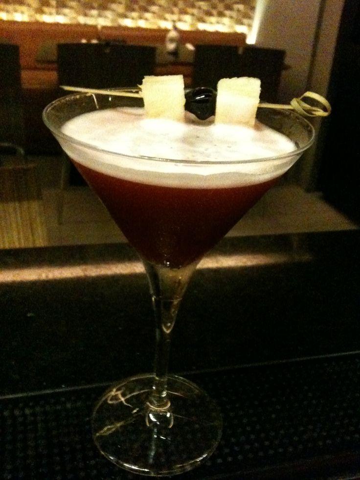Cocktail  50ml de vodka absolut com infusão de uvas passas 20 ml de licor 43  20 ml de calda artesanal de amora  15 ml de limão siciliano E purê de abacaxi   Kkkkk abraços