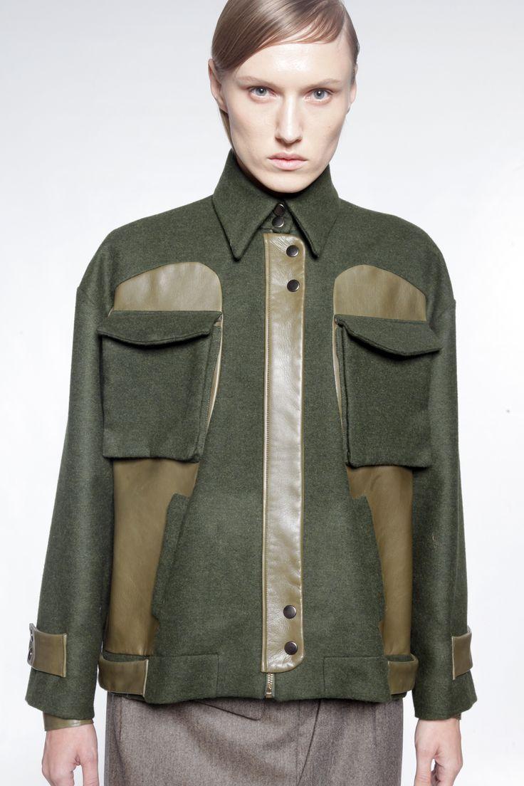 Blouson de laine et cuir, dans un esprit oversize, l'un des points fort de cet hiver.