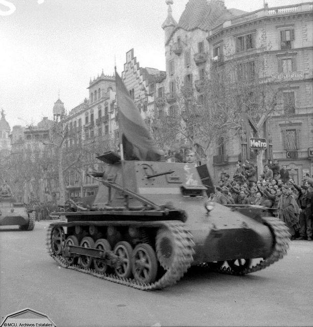 Desfile del ejército franquista en Barcelona  1939 Albert Louis Deschamps,   Centro Documental de la Memoria Histórica