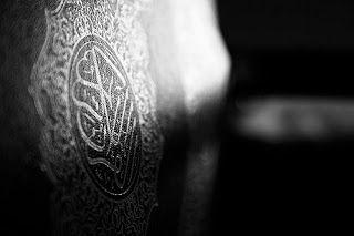 """NUZULUL QURAN : AL-QURAN TURUN PADA MALAM LAILATUL QODR BUKAN PADA 17 RAMADHAN  Allah turunkan al-Quran pertama kali di Lailatul Qodr (malam kemuliaan) pada sepuluh hari yang terakhir di bulan Ramadhan إنا أنزلناه في ليلة القدر """"Sesungguhnya Kami menurunkan (alQuran) pada Lailatul Qodr"""". [Q.S al-Qodr:1]. Awalnya Al Quran diturunkan secara utuh ke Baitul 'Izzah (suatu tempat di langit dunia) pada bulan Ramadhan. Kemudian secara berangsur-angsur diturunkan sesuai dengan kondisi yang…"""