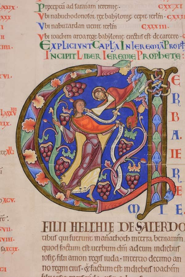 """Opening of the book of Jeremiah: """"Verba Jeremie,"""" from the Winchester Bible, folio 148r, ca. 1150–80. Winchester Cathedral Priory of St. Swithun. Tempera and gold leaf on parchment. Lent by the Chapter of Winchester Cathedral. Image Courtesy of the Chapter of Winchester Cathedral"""