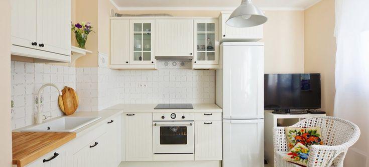 Угловая кухня – модный и популярный вид планировки в современном интерьере. Помещение, для которого подойдет такое расположение, может быть любым: как маленьким, так и просторным, как высоким, так и низким. Наиболее подходящим этот вариант станет для малогабаритных квартир и студий. Вопросов в деле оформления такой кухни не избежать: как правильно организовать пространство, какие выбрать стили, […]