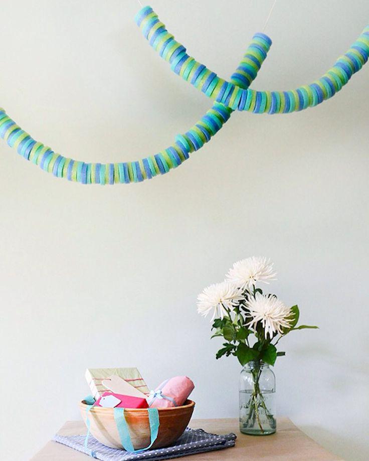 Churro de piscina fideo o espagueti de natación ponle el nombre que quieras a esta cosa que nos ayuda a flotar y también a Decorar hoy en el blog IDEAS para reciclarlos la mar de chulas.  http://ift.tt/1dlVDqA