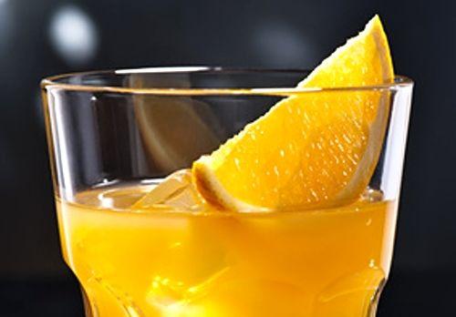 Sladký likér s chutí po pomerančích a vůní skořice a vanilky.