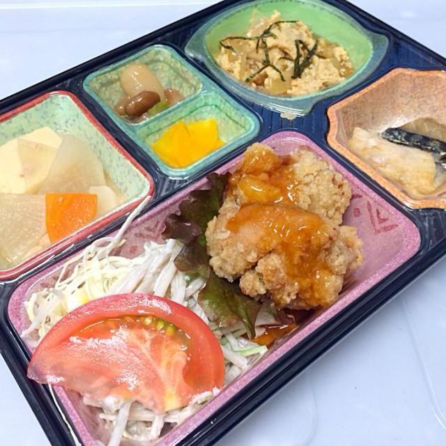 鶏の唐揚げ甘酢あんかけ 高野豆腐と野菜とツナの煮物 玉子丼の具 サバの塩焼き ゴボウサラダ、漬物など  ごはんは「あいちのかおり」を使用しています。  豊橋市の一部にも宅配出来ます。 - 10件のもぐもぐ - 鶏の唐揚げ甘酢あんかけ 日替わり弁当 豊川市御油町の宅配弁当店 by Kikuyo Kawazu4416