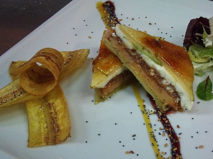 Milhoja de foie, manzana, queso de cabra y membrillo  http://eculinariae.blogspot.com.es/2012/02/milhoja-de-foie-manzana-queso-cabra-y.html: Liver, Queso De Cabra, Membrillo, Manzana, Milhoja De, Queso Cabra