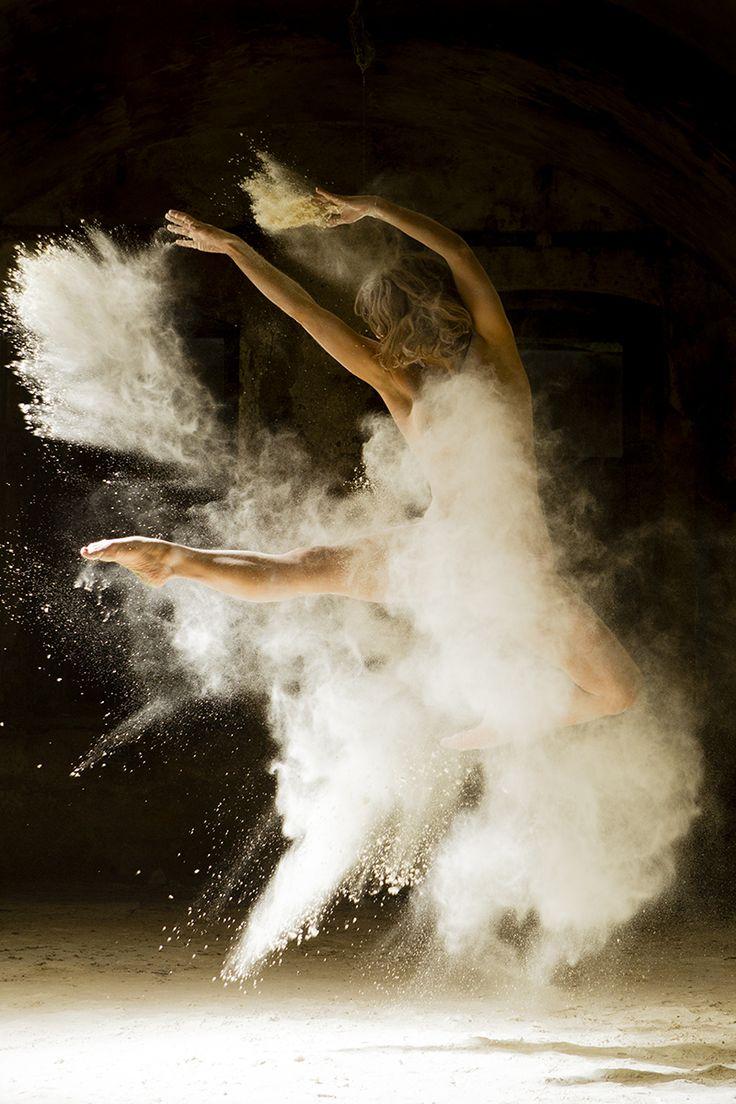 corps : Poussière d'étoiles, danses et photos by Ludovic Florent Photographe (http://anotherwhiskyformisterbukowski.com/2014/08/06/poussiere-detoiles-danse-photo-by-ludovic-florent/)