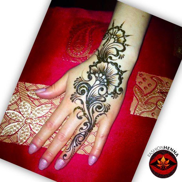 мехенди, роспись хной, временное тату, цветы. Mehndi, henna, tattoo