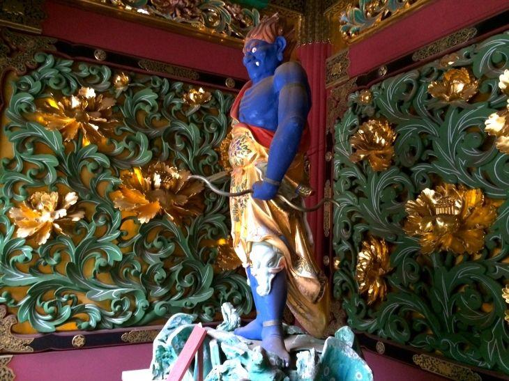 夜叉門 牡丹の彫刻