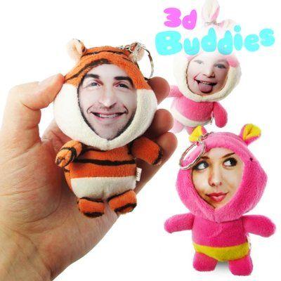 Die Plüschtier Schlüsselanhänger mit 3D Gesicht sind die idealen Geschenke für jede Altersklasse. Personalisiert mit einem irre echt aussehenden Gesicht. via www.monsterzeug.de