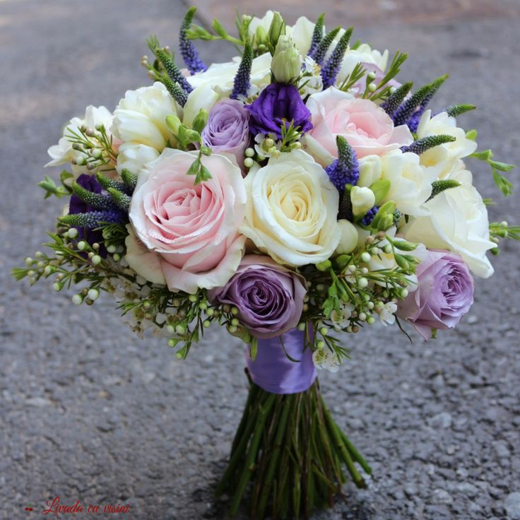 #colors #scent #bride #bouquet #wedding #flowers #madewithjoy #paulamoldovan #livadacuvisini #buchet #nunta #mireasa #nasa #cununie #trandafiri #roses #frezii #fresia