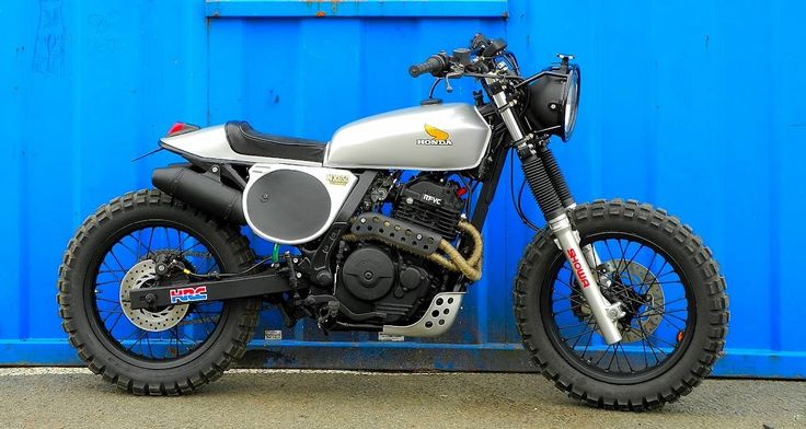 """NX650 Dominator with CG125 Gas Tank & 17"""" Backwheel in front. (via Cafe Racer Parma)"""