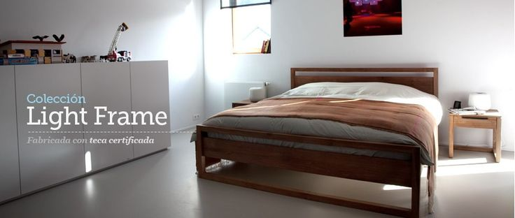 Cama Light Frame Teka de Ethnicraft. Cama de madera de teca maciza. Sus formas puras y ligeras, y el color y textura natural de la madera, la convierten en una pieza básica y atemporal. Incluye 2 somieres independientes. No incluye el colchón.