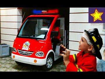 Огромная пожарная машинка для детей. Играем и тушим пожар в Кидбурге Kids Fire Truck http://video-kid.com/16579-ogromnaja-pozharnaja-mashinka-dlja-detei-igraem-i-tushim-pozhar-v-kidburge-kids-fire-truck.html  Привет, ребята! В этой серии Игорюша идет в Киндбург - детский город профессий. Где получает трудовую книжку, проходит медосмотр и работает пожарным. Выезжает на вызов на большой пожарной машине, а затем тушит пожар. Видео сопровождается комментариями Игоря. Igor firefighter…