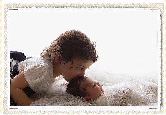 Siblings love - newborn photography