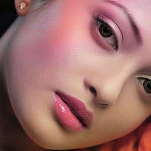 Pilihan 4 Warna Lipstik Matte Agar Kulit Tidak Terlihat Pucat