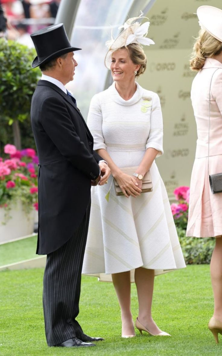 Sophie, Countess of Wessex- one of this week's best-dressed racegoers-chose a cream dress by Suzannah.