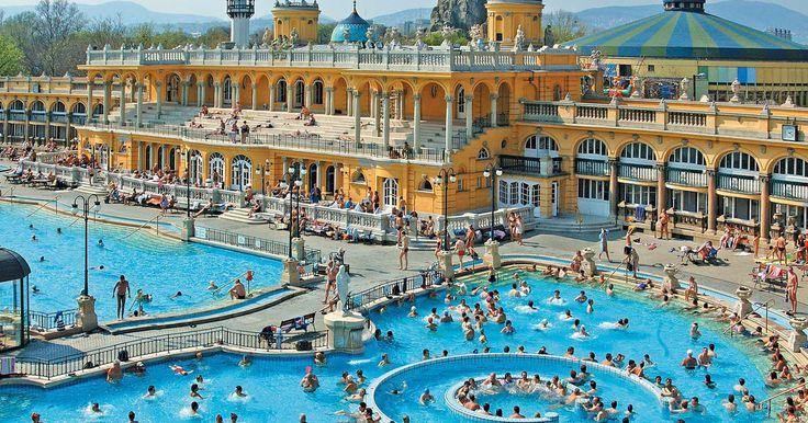 Verwen uzelf in een van de legendarische kuuroorden van Boedapest, en gebruik de avond op de rivier de Donau langs een 1,5 of 2 uur lange cruise. Geniet van binnen- en buitenzwembaden. Dan, zie de bezienswaardigheden in de nacht verlicht van de…