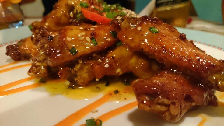 Alitas de pollo en salsa de maracuya y salsa de rocoto