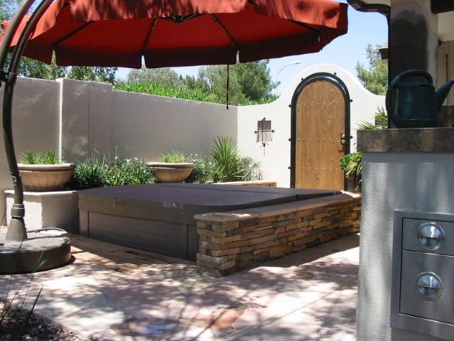 Looking offset umbrella in Landscape Contemporary with Hot Tub ...