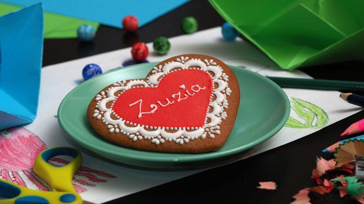 Znajdź więcej koronkowych pierniczków na stronie: www.facebook.com/koronkowe.pierniczki/