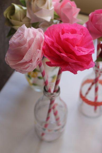 As flores de crepom com canudo de papel Decoraçao de festa de crianças Flores de papel  -> Decoração De Flores De Papel Para Aniversario