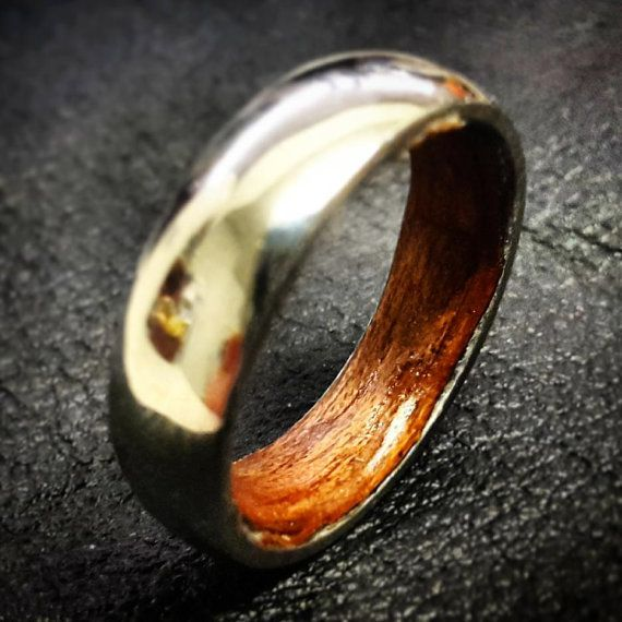 This listing is for a wood lined, Titanium ring, made just for you in your specified size.  The manufactured titanium metal rings are made to British sizes, and can be adjusted to a degree. The wooden lining is custom fitted to the interior of the ring to complete the unique look of this piece. These rings can be made in sizes to suit any finger, resulting in a totally tailored fit.  Please advise of sizes required when making your purchase. If no size is specified, a size R ring, with a…