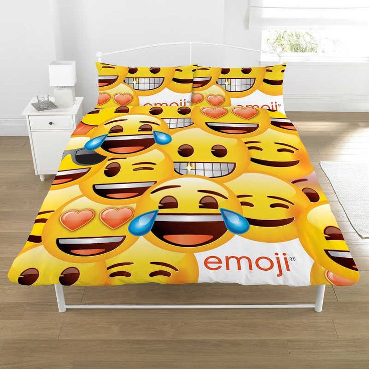 Emoji (Large Icon) Double Duvet Cover Set £22.10 Free UK Delivery