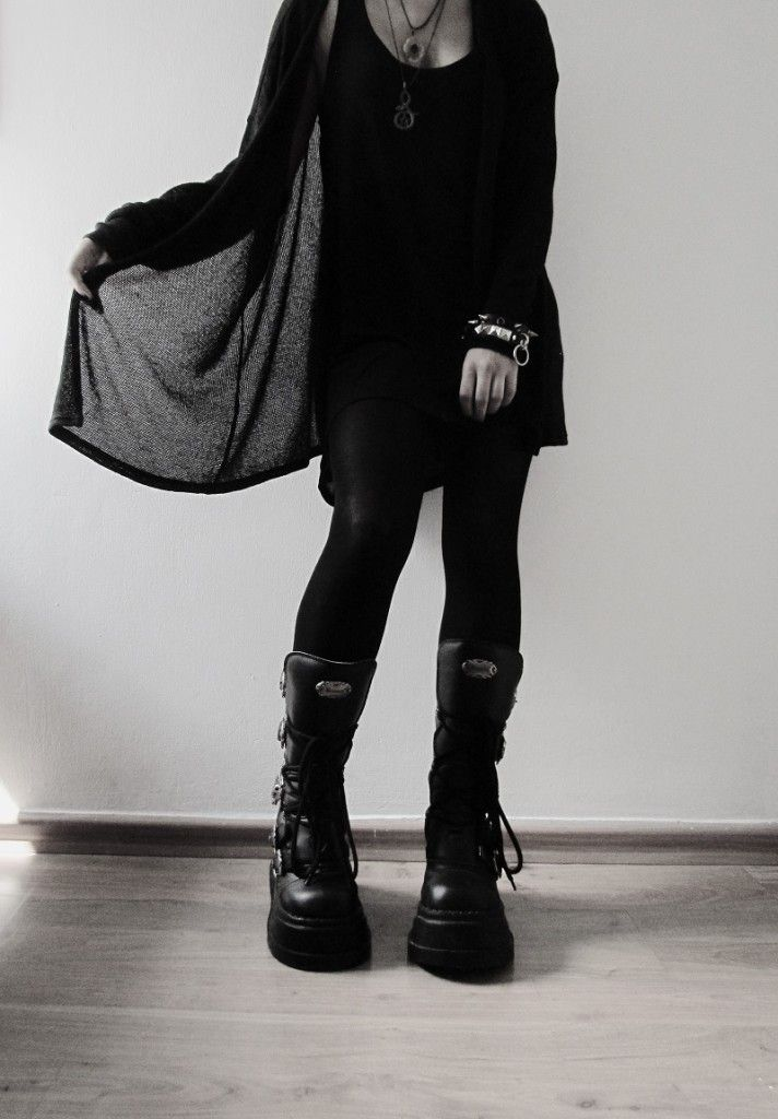 Nu Goth Demonia Boots with Outfit - http://ninjacosmico.com/how-to-nu-goth/