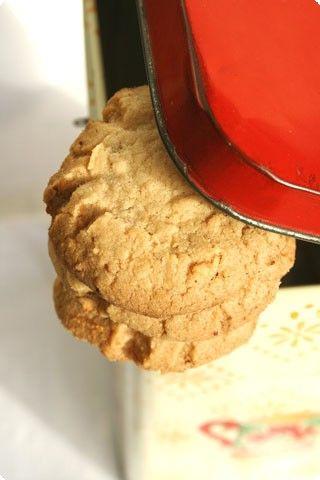 Dei biscotti alla farina di riso che vanno bene anche per chi è intollerante al gluten, il risultato è un biscotto friabile e croccante...