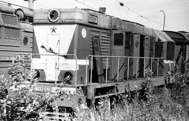 Тепловоз ЧМЭ2-016 в ожидании разделки в металлолом на територии локомотивного депо Вязьма Мск.ж.д.