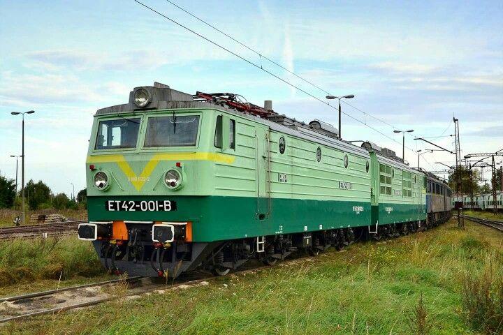 """""""Czapajew"""" stoi na terenie lokomotywowni w Zajączkowie Tczewskim. (fot.: Damian Szarek, 2016 rok)"""