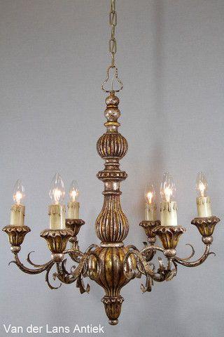 Italiaanse kroonluchter 25931 bij Van der Lans Antiek. Meer exclusieve lampen op www.lansantiek.com