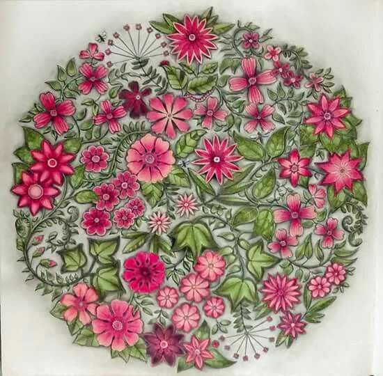 Johanna basford secret garden flower mandala for Jardin mandala