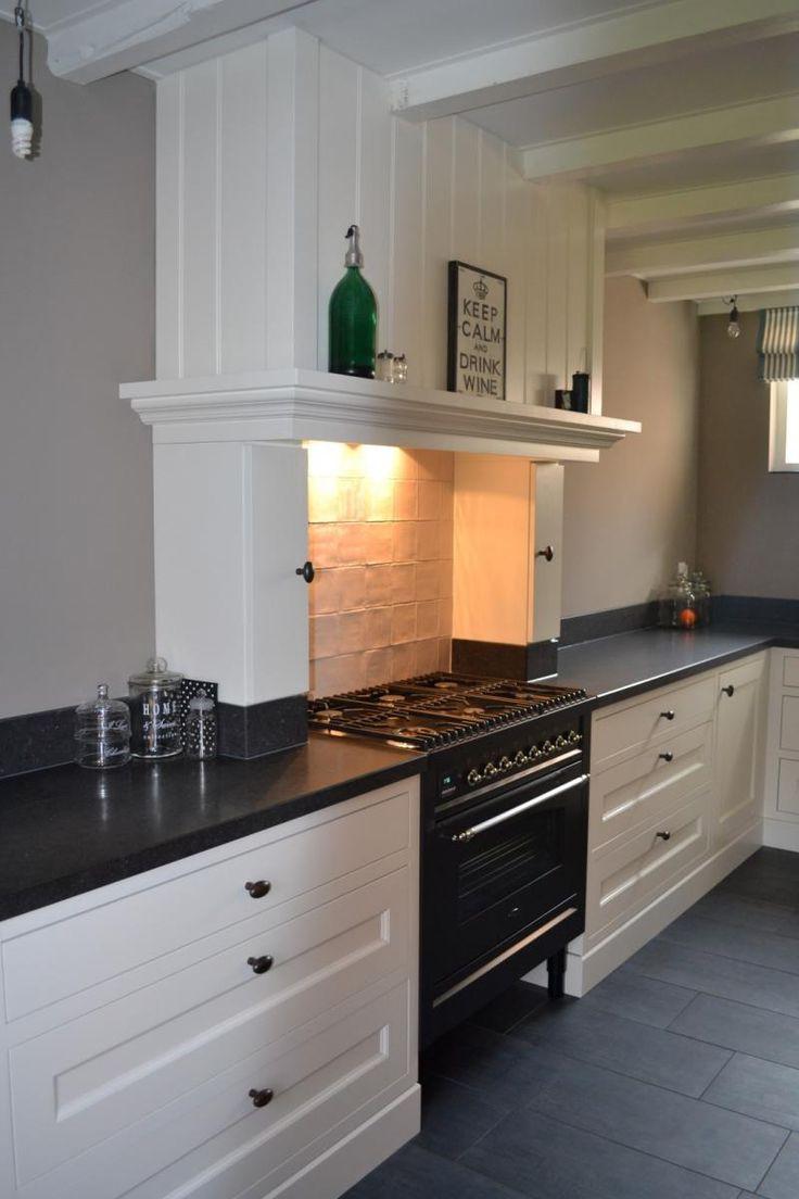 witte keuken boretti gasfornuis houten vloer - Google zoeken