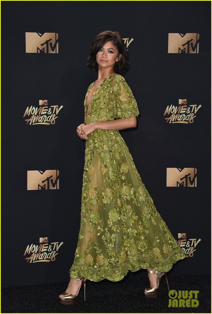 Zendaya Is Gorgeous in Green at MTV Movie & TV Awards 2017