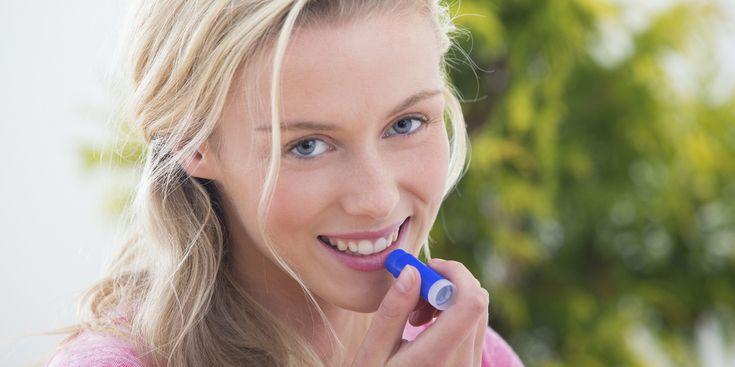 Velletjes, kloofjes en een trekkerig gevoel: met een likje van je zelfgemaakte lippenbalsem heb je er geen last meer van. Dit zelf maken is zo simpel én leuk. Een paar fijne variaties.