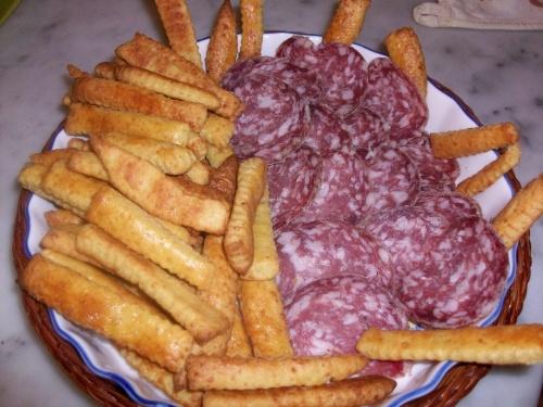 bastoncini al formaggio (con salame doc)
