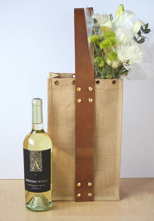 DIY wine tote with leather handle for those summer picnics!