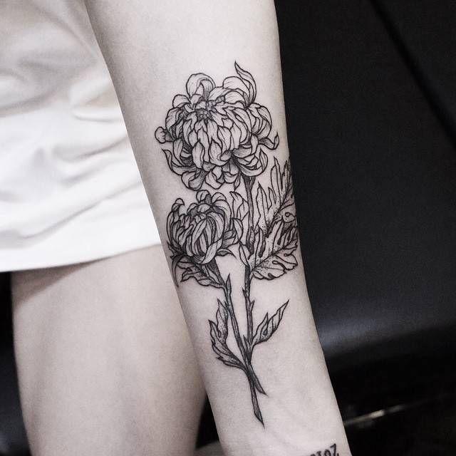 Forearm tattoo of a chrysanthemum flower. Tattoo artist: Zihwa