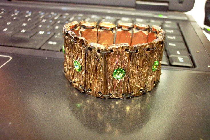 http://www.forgiatoredielementi.it/gallery-container.php?type=bracciali-in-ceramica-raku