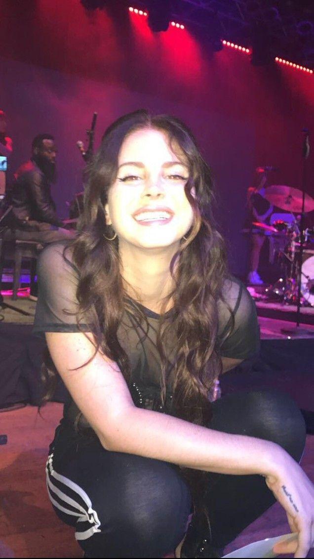 Beautiful Lana Del Rey performing in San Diego #LDR