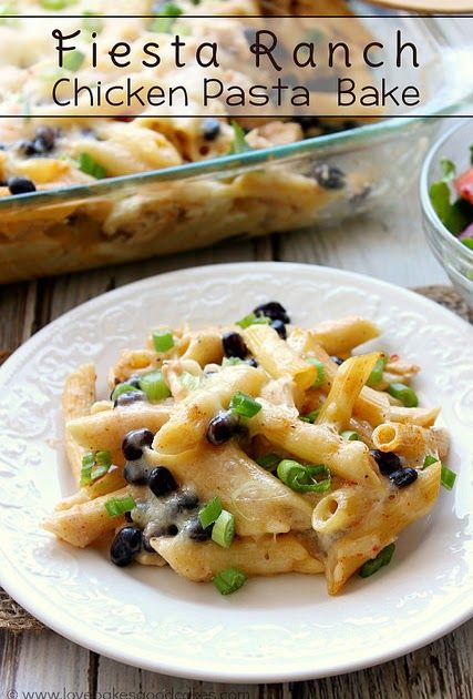 This Fiesta Ranch Chicken Pasta Bake is an easy and delicious weeknight meal! A packet of Hidden Valley® Fiesta Ranch Dips Mix makes this super flavorful! #sponsored #HiddenValleyIt