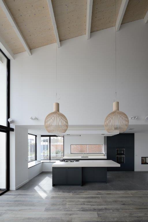 Hoge vide bij keuken door BNLA architecten.