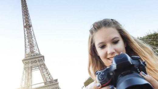 Teens love Paris.Photo: franckreporter