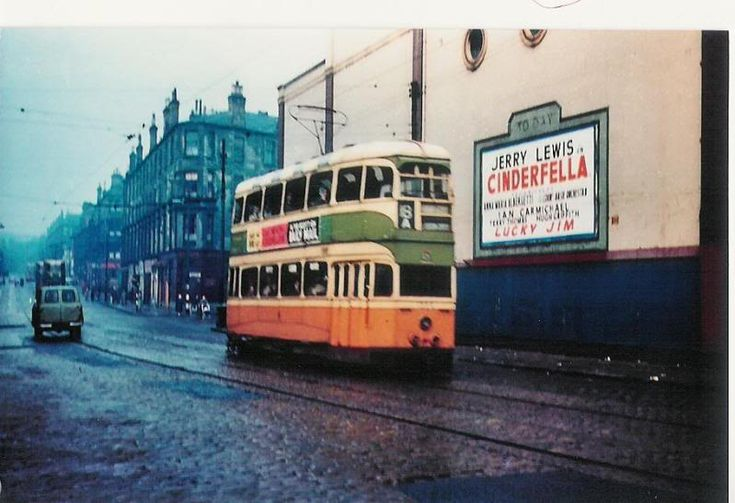Glasgow Maryhill road: great colour photie of the trami lived across the street from here.