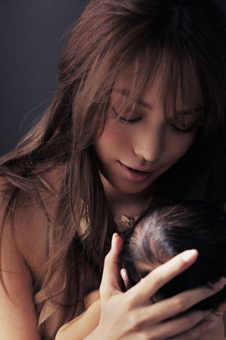 蛯原友里、息子との2ショットを初公開!雑誌「Domani」で - Woman Insight #蛯原友里 #息子