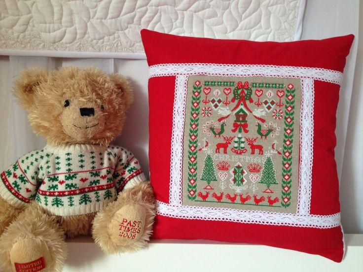 """Рождественская подушка """"Цвета Рождества""""."""